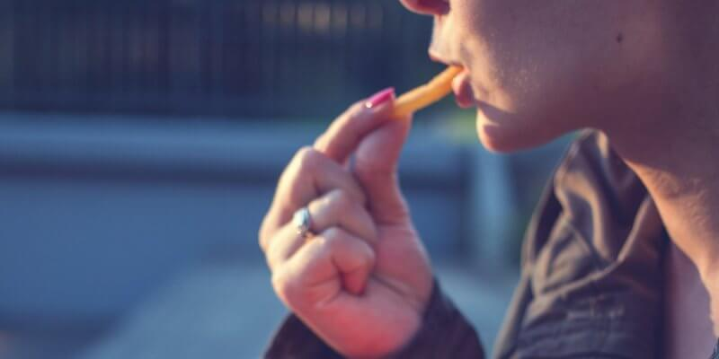 5 hábitos alimentares prejudiciais para a saúde